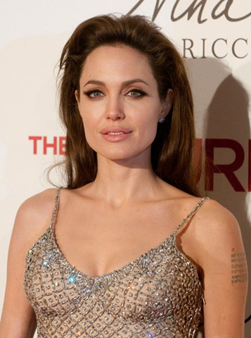angelina-jolie-hot-pictures-photos-2012-9