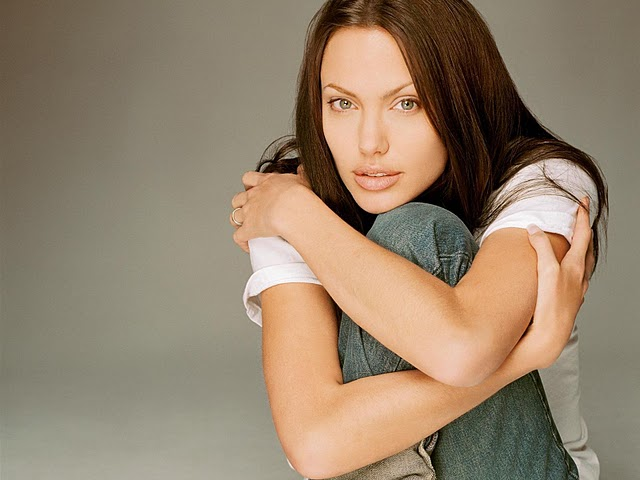 angelina-jolie-hot-pictures-photos-2012-2
