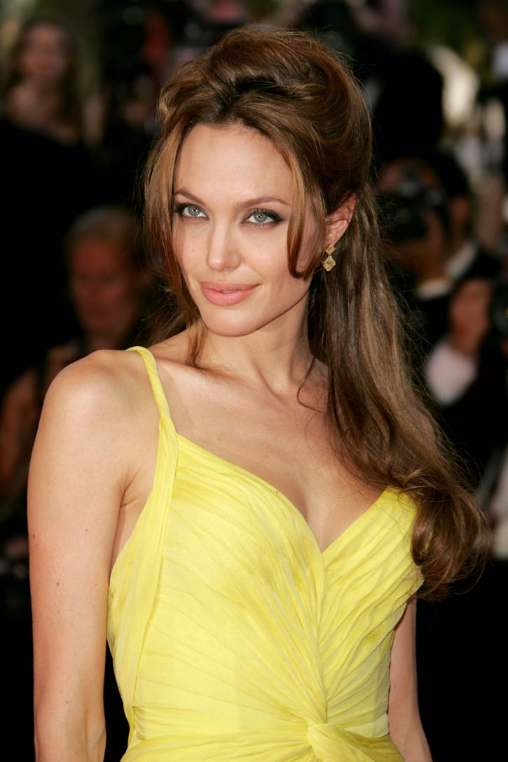 angelina-jolie-hot-pictures-photos-2012-