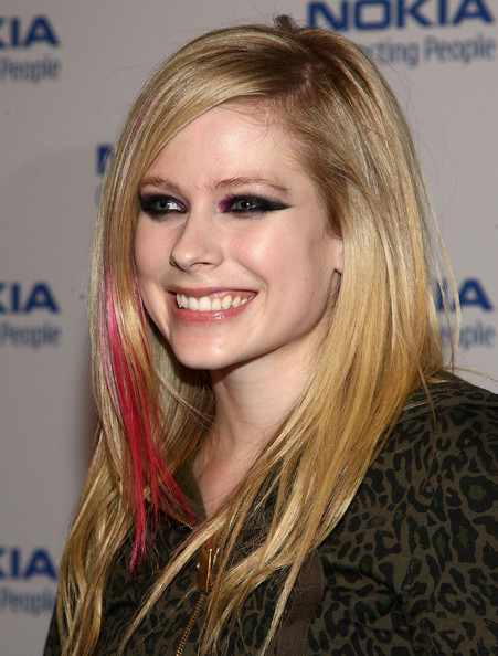 AVRIL- LAVIGNE-NEW-LATEST-HAIR-STYLES-2012-6