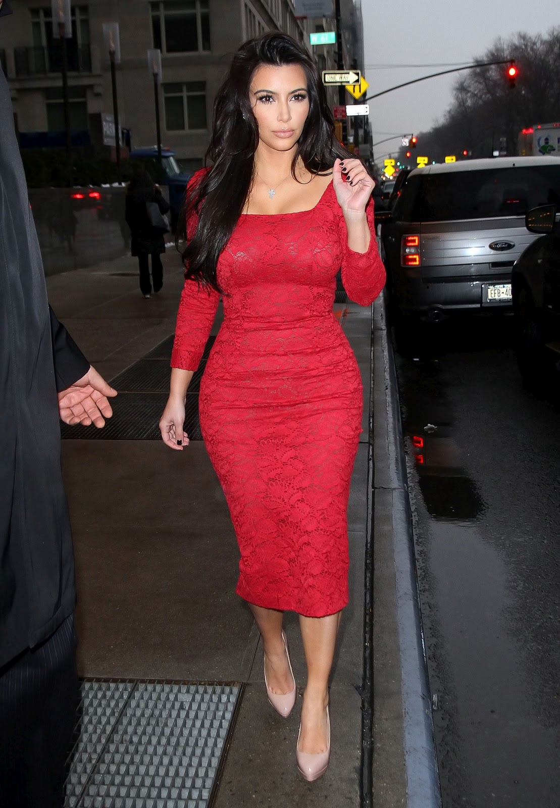 Fashion Style Kim Kardashian At In Dress Fashion Show Pictures Photoshoot