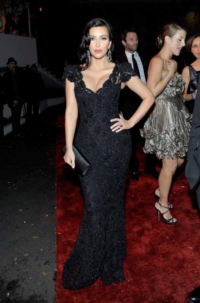 KIM-KARDASHIAN-DRESS-FASHION-SHOW-4