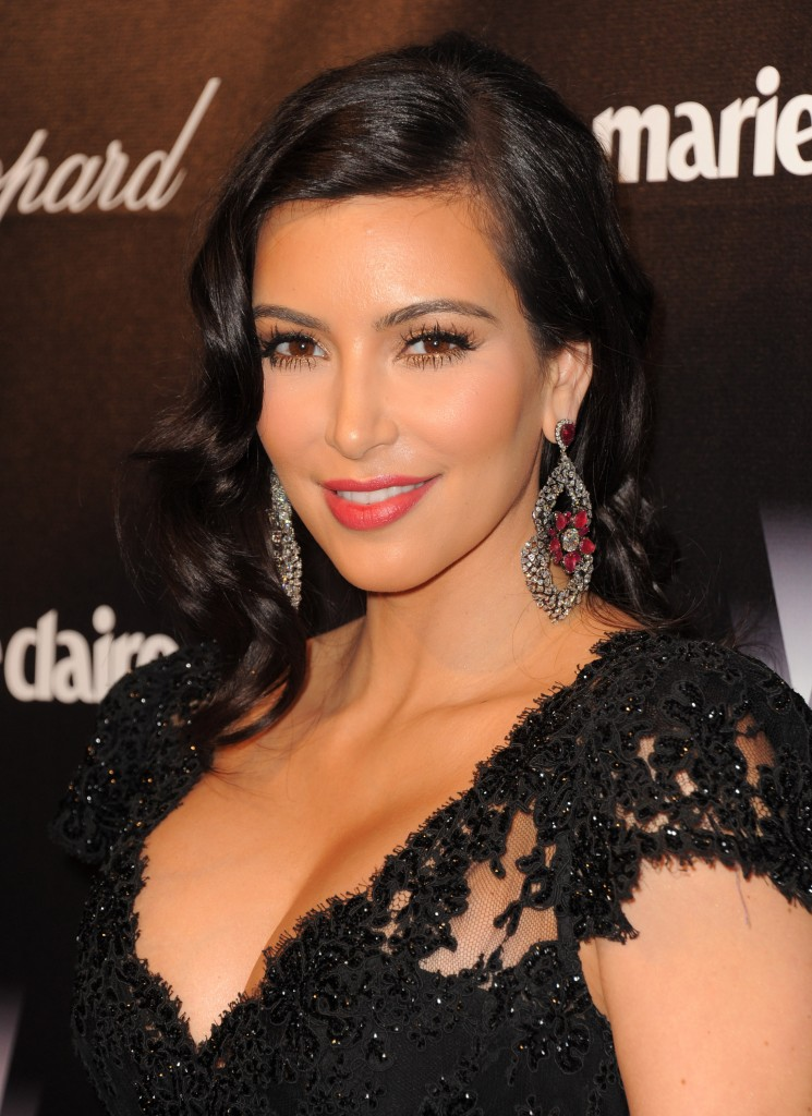 KIM-KARDASHIAN-DRESS-FASHION-SHOW-5