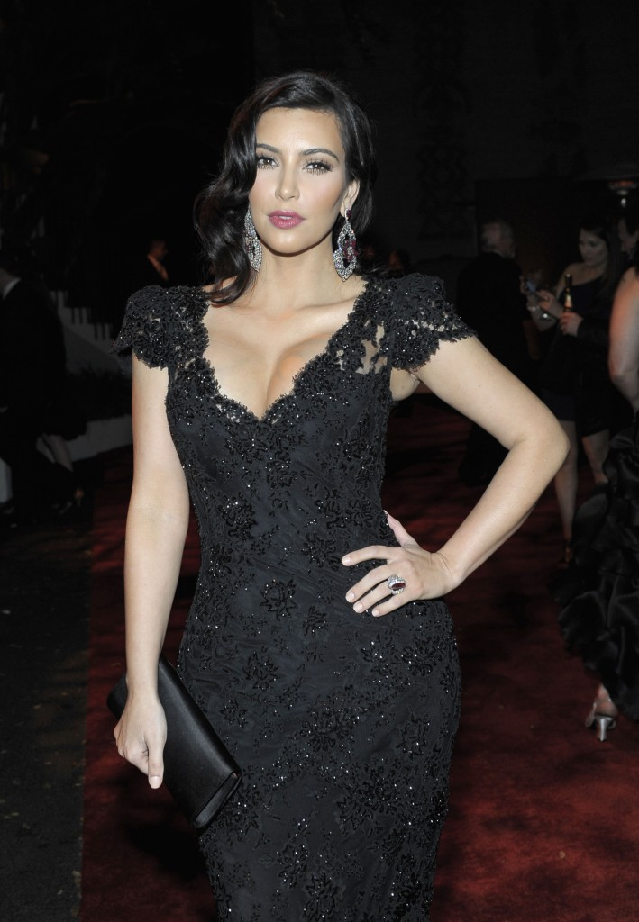 KIM-KARDASHIAN-DRESS-FASHION-SHOW-9