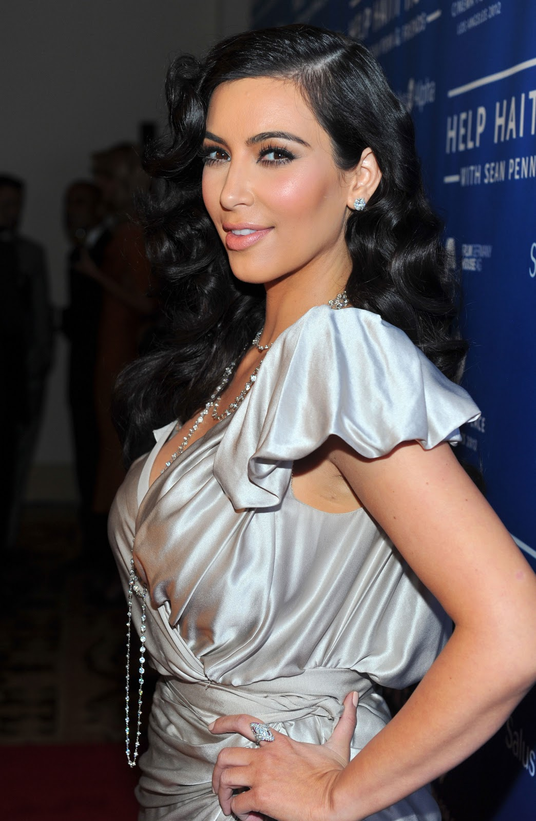 KIM-KARDASHIAN-DRESS-FASHION-SHOW-2012-2