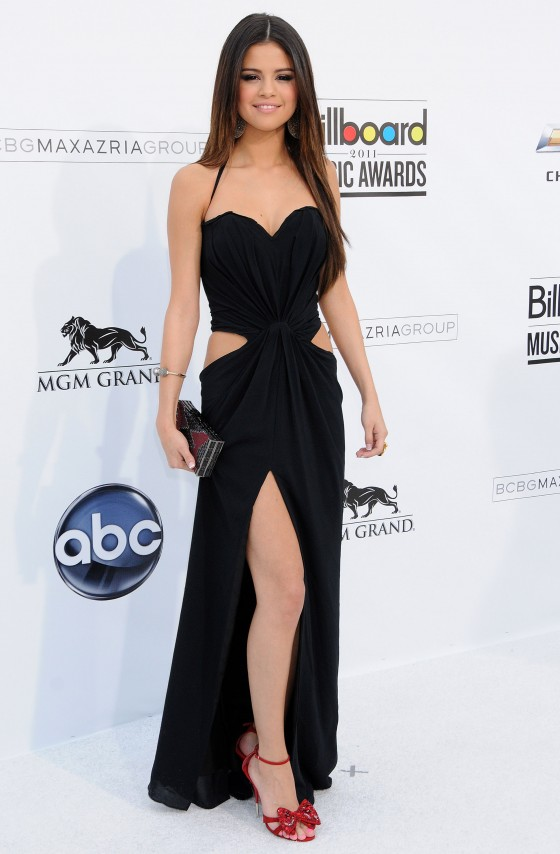 SELENA-GOMEZ-LATEST-NEW-DRESS-1