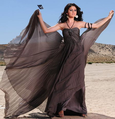 SELENA-GOMEZ-LATEST-NEW-DRESS-DESIGN-6