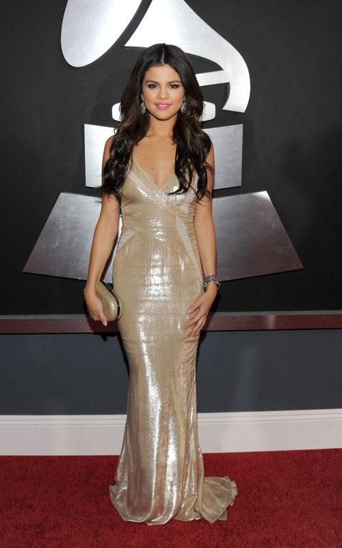 SELENA-GOMEZ-DRESS-DESIGN-PHOTOS-2