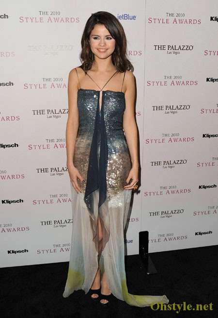 SELENA-GOMEZ-DRESS-DESIGN-PHOTOS-8