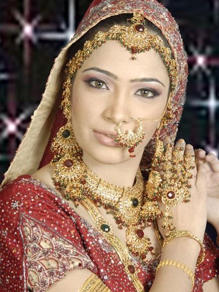 indian-brides-bridal-wedding-dress-1