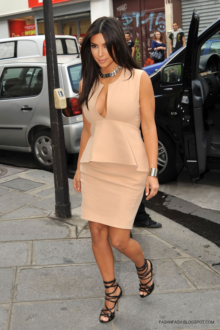 Kim-Kardashian-Hot-Cleavage-Candids-Out-and-About-in- Paris-Pictures-6