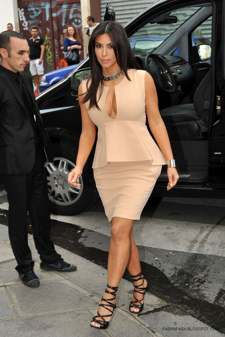 Kim-Kardashian-Hot-Cleavage-Candids-Out-and-About-in- Paris-Pictures-8