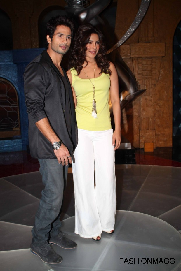 Priyanka-Chopra-and-Shahid-Kapoor-On-Extraa-Inninngs-T20-Photoshoot-2012-8