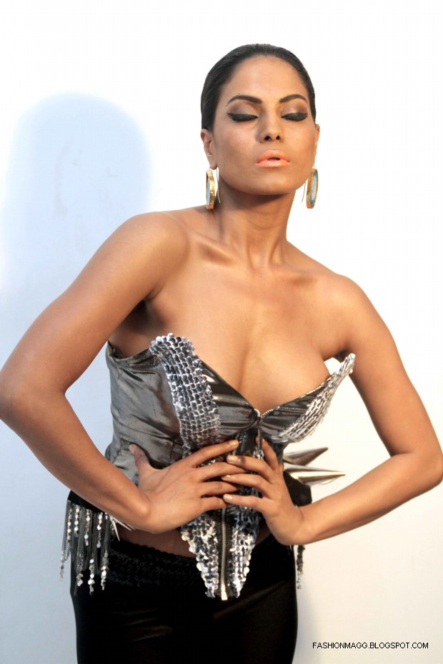 Veena-Malik-Hot-Photoshoot-to-Support-by-HomoSexuality-Photoshoot-2012-