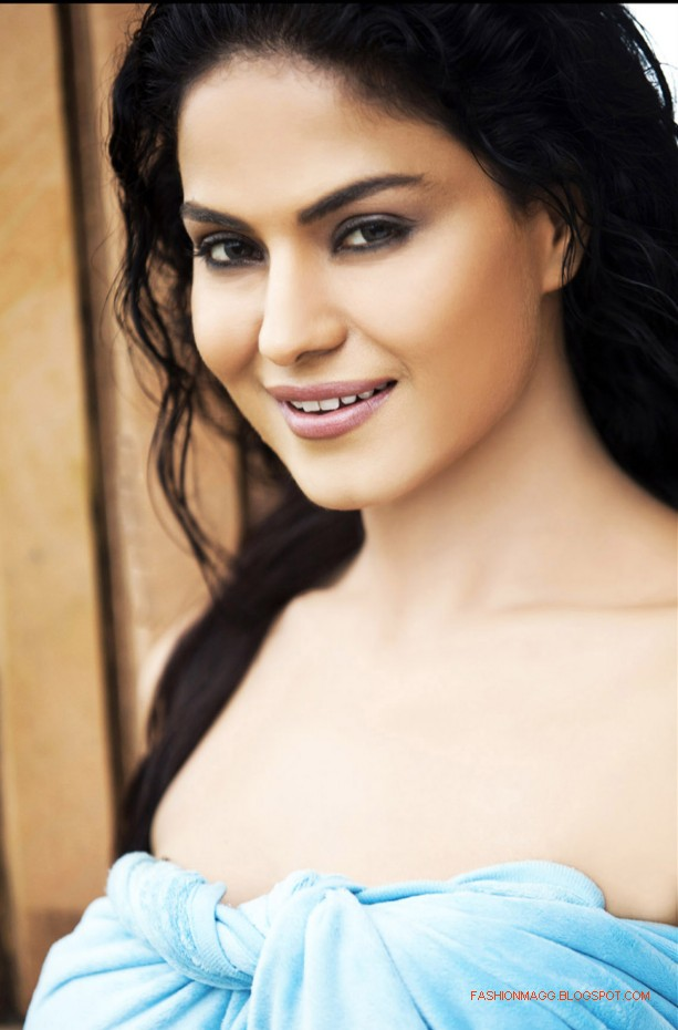 Veena-Malik-In-Daal-Mein-Kuch-Kaala-Hai-Movie-Still-Pictures-Photoshoot-2012-2