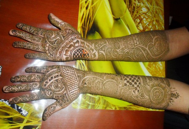 Beautiful-Eid-Mehndi-Designs-Simple-Easy-Hands-Foot-Mehndi-Designs-2012-4