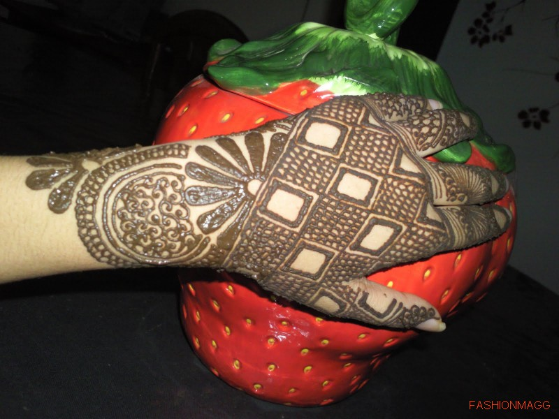 Beautiful-Eid-Mehndi-Designs-Simple-Easy-Hands-Mehndi-Designs-2