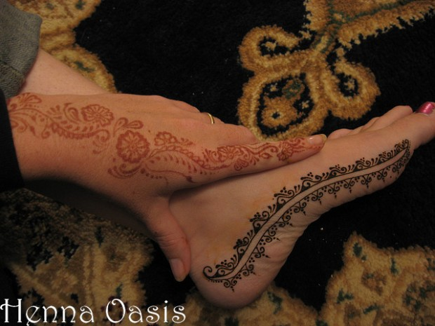 Beautiful-Eid-Mehndi-Designs-Simple-Foot-Hands-Mehndi-Designs-2