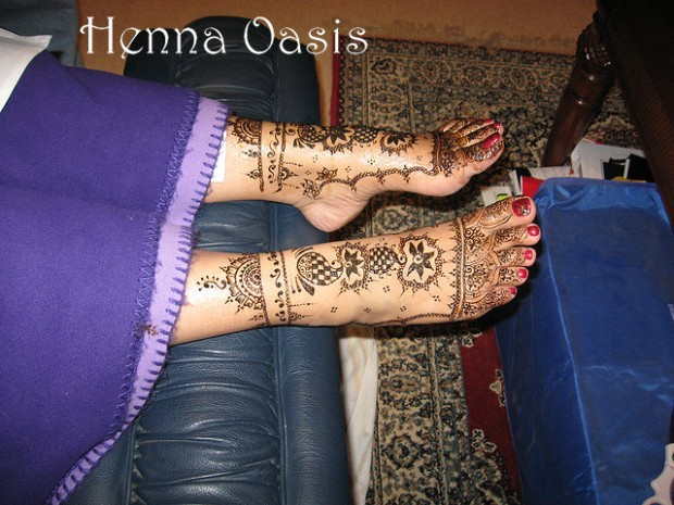 Beautiful-Eid-Mehndi-Designs-Simple-Foot-Hands-Mehndi-Designs-4