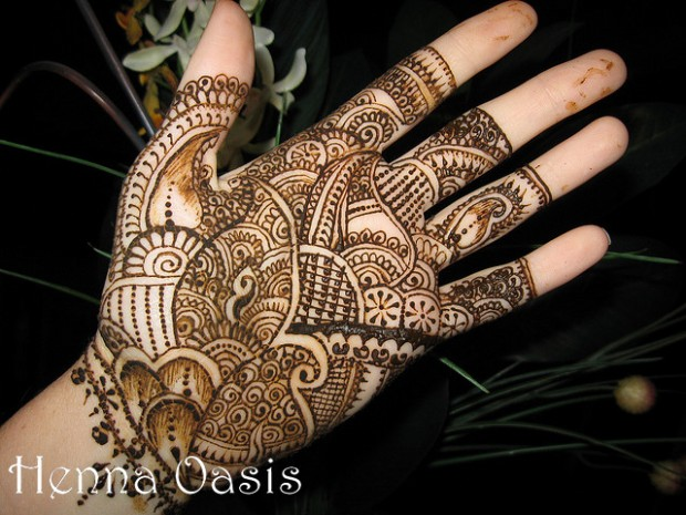 Beautiful-Eid-Mehndi-Designs-Simple-Foot-Hands-Mehndi-Designs-5