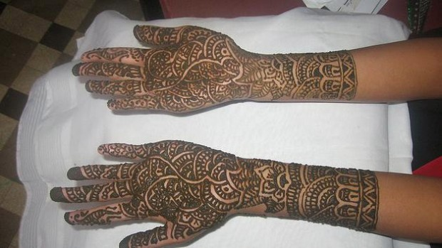 Beautiful-Eid-Mehndi-Designs-Simple-Foot-Hands-Mehndi-Designs-