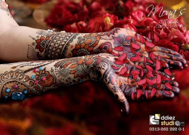 Beautiful-Indian-Bridal-Wedding-New-Mehndi-Designs-Embroidery-Dulhan-Feet-Mehndi-0