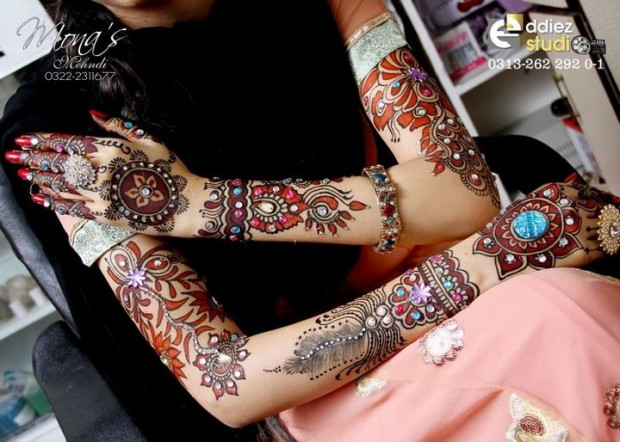 Beautiful-Indian-Bridal-Wedding-New-Mehndi-Designs-Embroidery-Dulhan-Feet-Mehndi-3