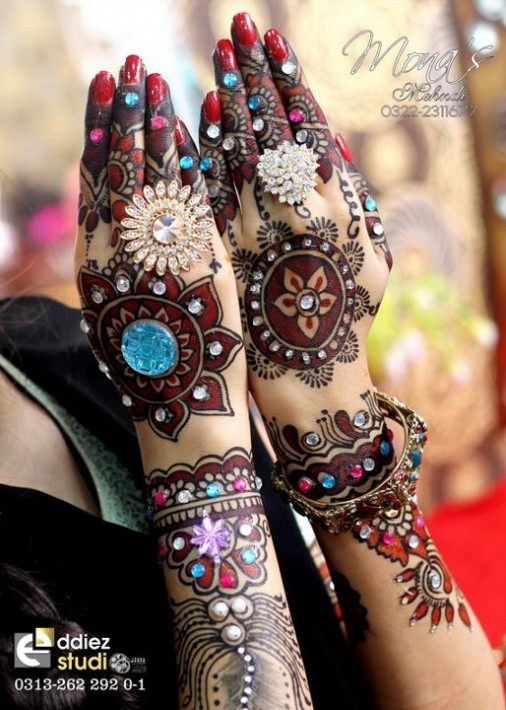 Beautiful-Indian-Bridal-Wedding-New-Mehndi-Designs-Embroidery-Dulhan-Feet-Mehndi-5
