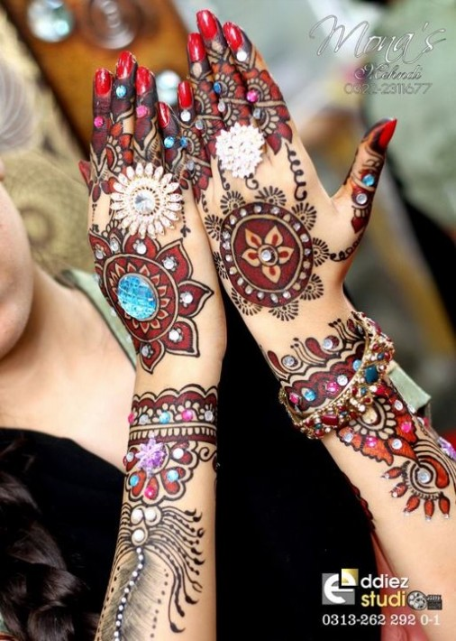 Beautiful-Indian-Bridal-Wedding-New-Mehndi-Designs-Embroidery-Dulhan-Feet-Mehndi-6