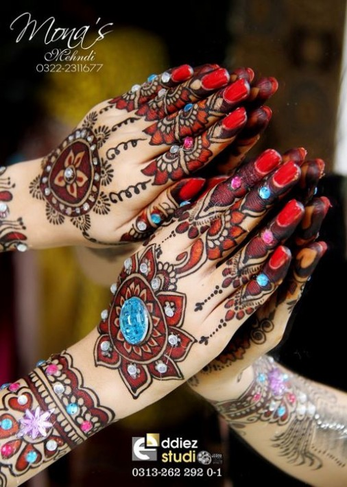 Beautiful-Indian-Bridal-Wedding-New-Mehndi-Designs-Embroidery-Dulhan-Feet-Mehndi-9