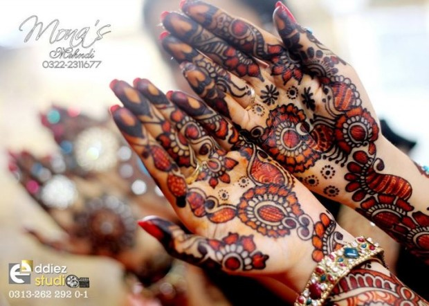 Beautiful-Indian-Bridal-Wedding-New-Mehndi-Designs-Embroidery-Dulhan-Feet-Mehndi-