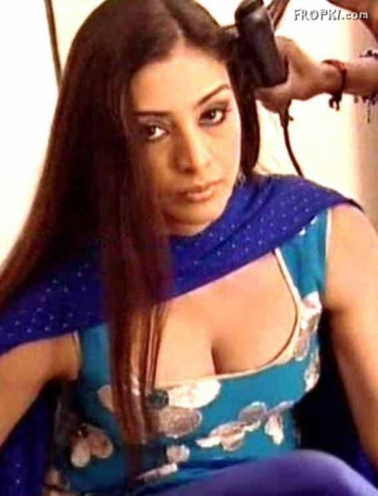 Bollywood-Celebrities-Deep-Neck-Open-Chest-Blouse-Dress-Designs-Indian-Actresses-Strapless-Dress-2