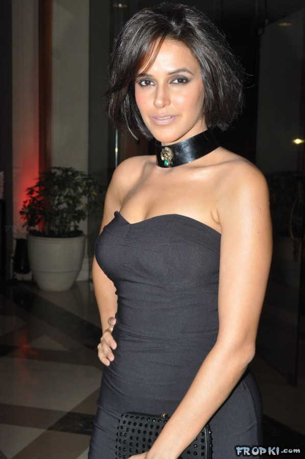 Bollywood-Indian-Celebrities-Deep-Neck-Open-Chest-Dress-Designs-Beautiful-Girls-Actresses-Models-Strapless-Dress-9