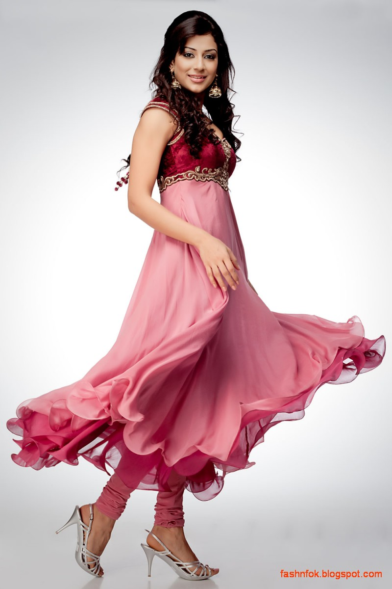 Teens will love getting the Hollywood glam look in juniors' prom dresses or plus size prom dresses. Dance the night away in eye-catching designs with embellishments, ruffles, lace or cutouts. Dance the night away in eye-catching designs with embellishments, ruffles, lace or cutouts.