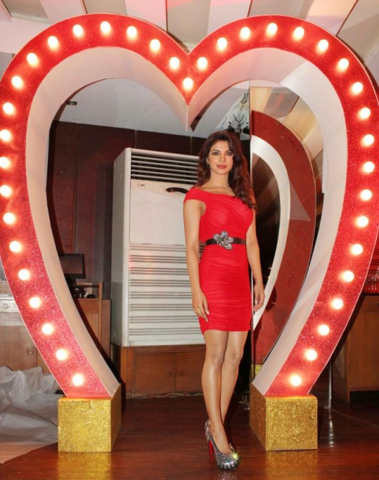 Priyanka-Chopra-At-Launch-Of-Babli-Badmaash-Movie-Song-Pictures-Photos-1