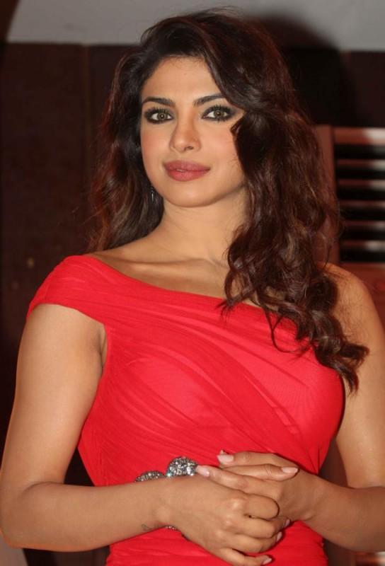 Priyanka-Chopra-At-Launch-Of-Babli-Badmaash-Movie-Song-Pictures-Photos-2
