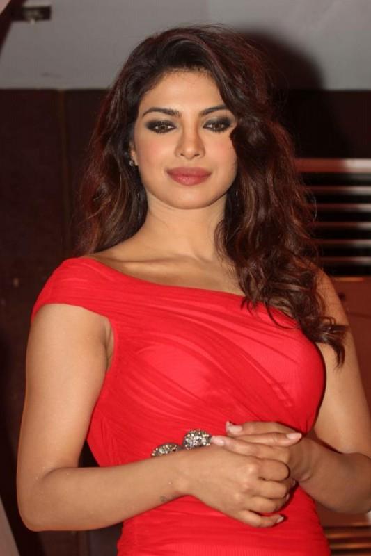 Priyanka-Chopra-At-Launch-Of-Babli-Badmaash-Movie-Song-Pictures-Photos-3