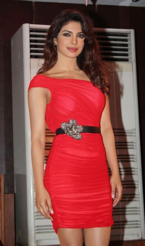 Priyanka-Chopra-At-Launch-Of-Babli-Badmaash-Movie-Song-Pictures-Photos-7