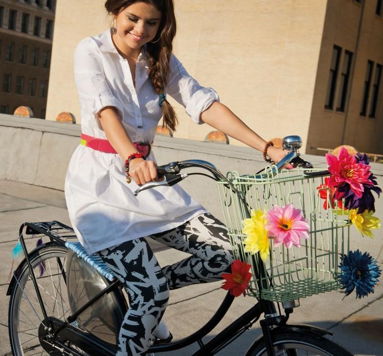 Selena-Gomez-Adidas-Neo-Photoshoot-Pictures-5