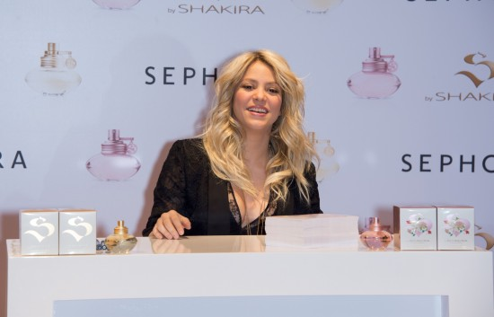 Shakira-at-S-By-Shakira-Perfume-Launch-in-Paris-Pictures-Photos-1