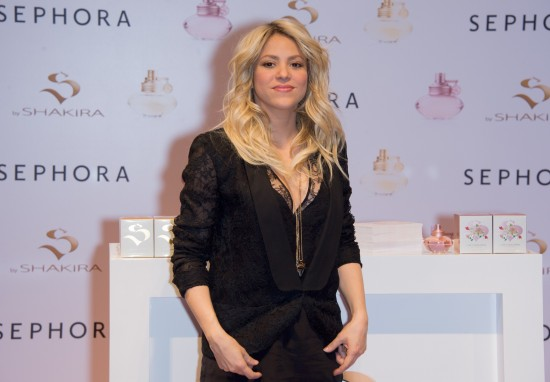 Shakira-at-S-By-Shakira-Perfume-Launch-in-Paris-Pictures-Photos-2