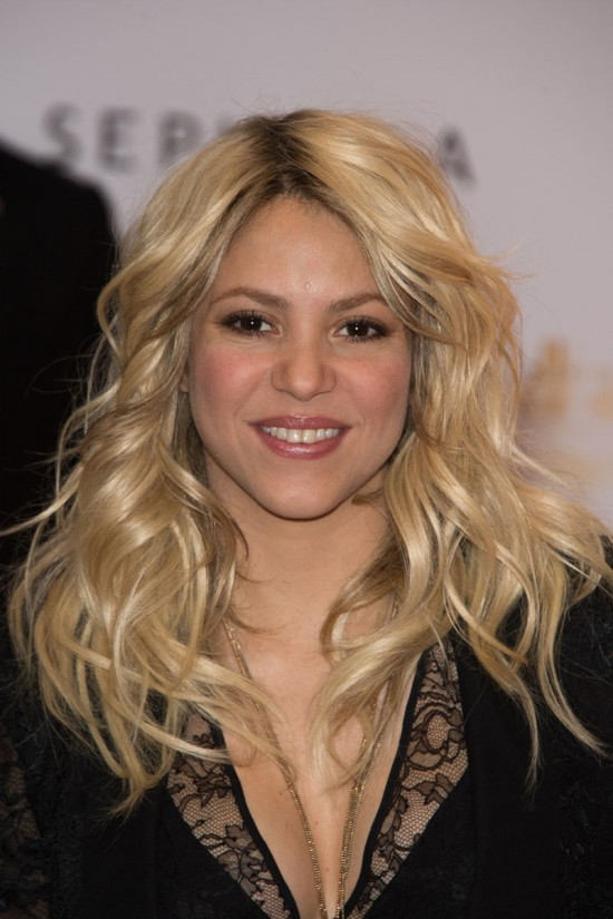 Shakira-at-S-By-Shakira-Perfume-Launch-in-Paris-Pictures-Photos-3