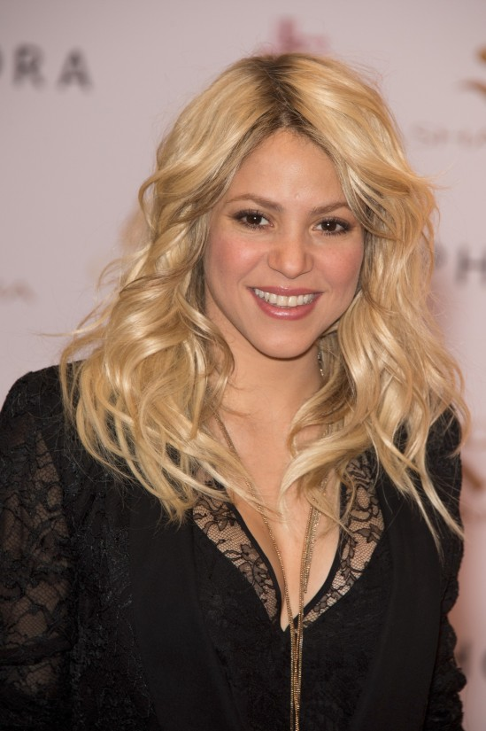 Shakira-at-S-By-Shakira-Perfume-Launch-in-Paris-Pictures-Photos-4