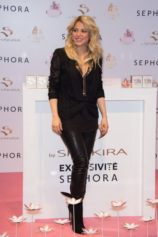Shakira-at-S-By-Shakira-Perfume-Launch-in-Paris-Pictures-Photos-6