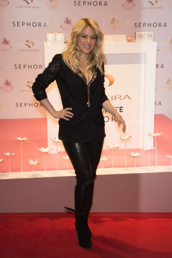 Shakira-at-S-By-Shakira-Perfume-Launch-in-Paris-Pictures-Photos-7