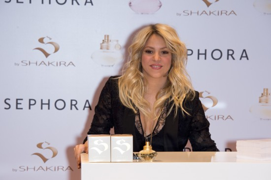 Shakira-at-S-By-Shakira-Perfume-Launch-in-Paris-Pictures-Photos-
