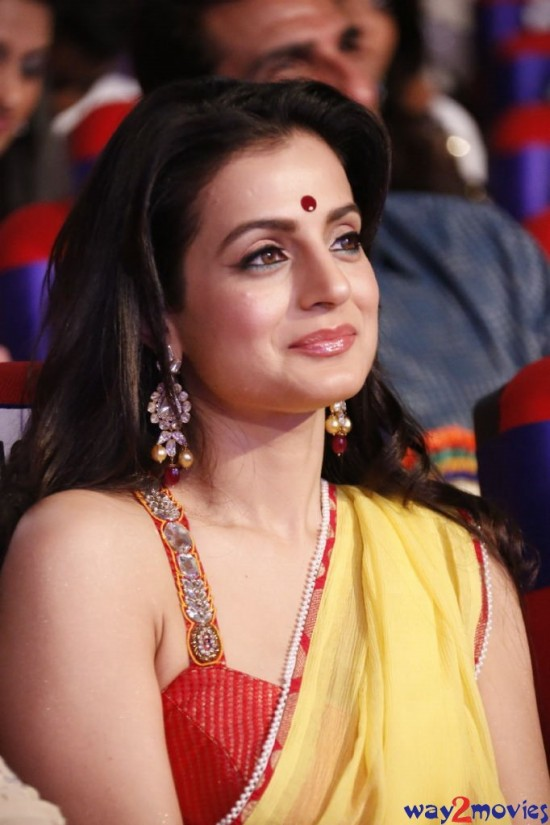 Amisha-Patel-Launch-Her-New-LatestPhoto-Gallery-Pictures-1