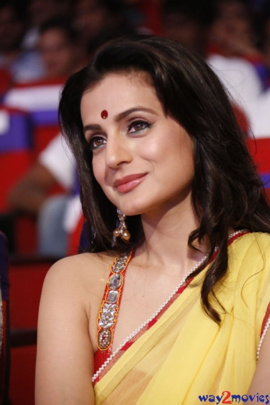 Amisha-Patel-Launch-Her-New-LatestPhoto-Gallery-Pictures-2