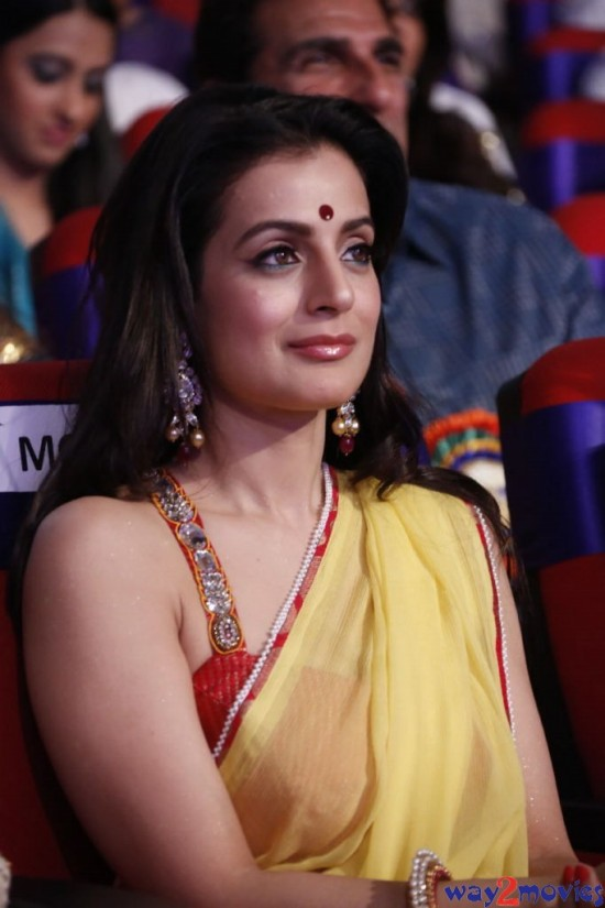 Amisha-Patel-Launch-Her-New-LatestPhoto-Gallery-Pictures-3