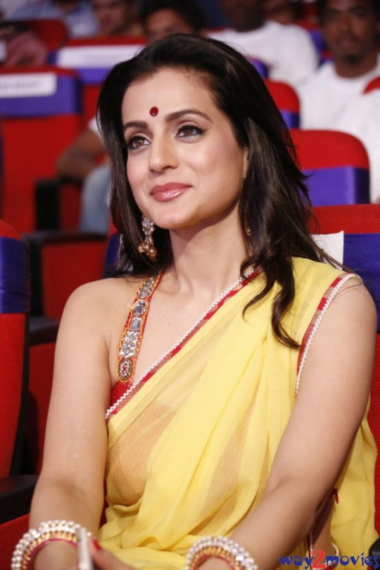 Amisha-Patel-Launch-Her-New-LatestPhoto-Gallery-Pictures-4